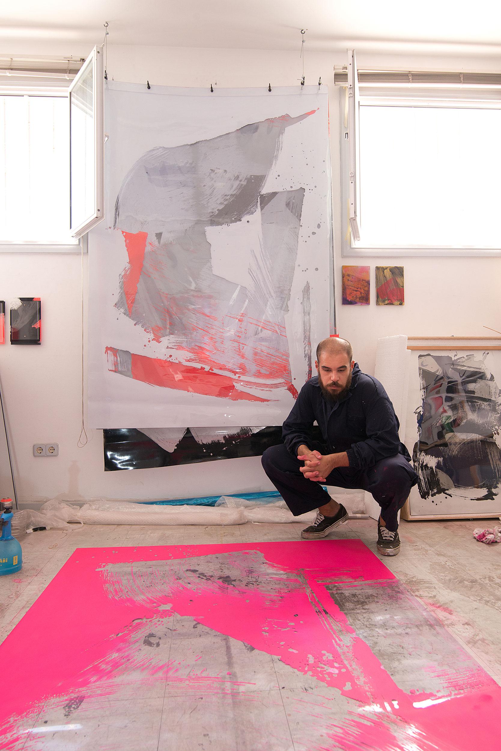 Capi Cabrera trabajando en su taller