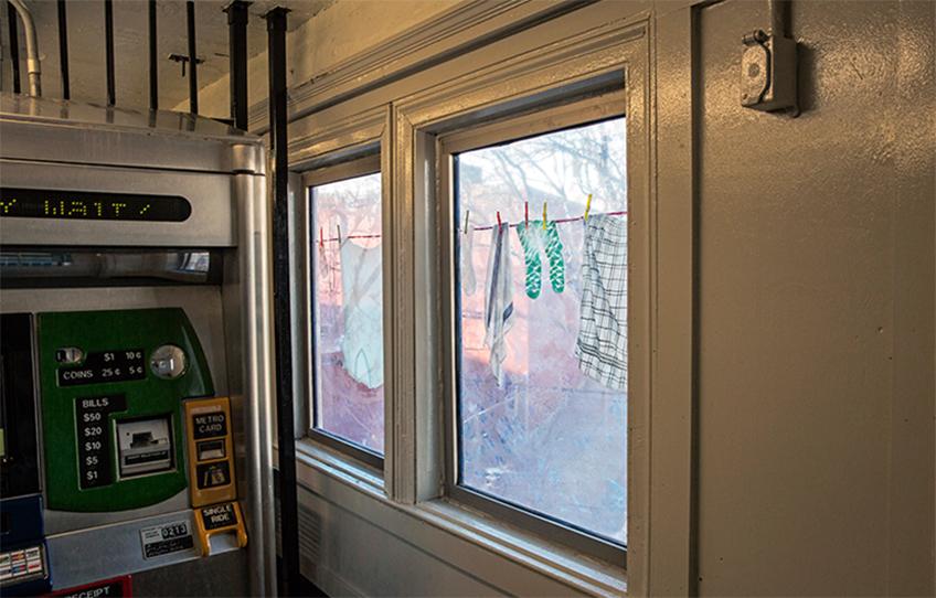 Laura F. Gibellini. DOM (Variations), 2013. Comisión de MTA Arts for Transit & Urban Design, Nueva York. Localización: Fresh Pond Road. Fotografía de Stephen S. Gross.
