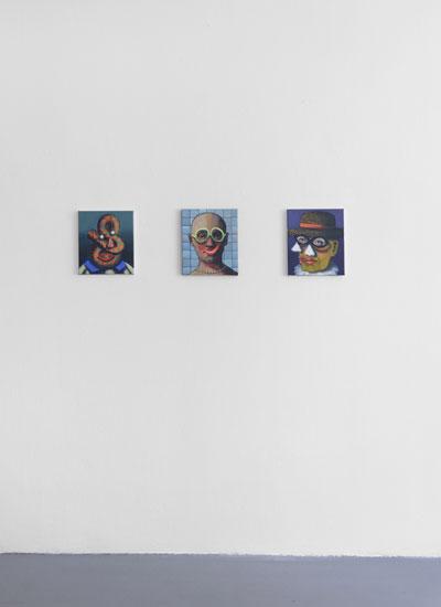 Ivana de Vivanco. De izquierda a derecha: Retrato surrealista con ojos colgantes, 2017; Sonrisa perlada, 2018 y Retrato cubista con dos narices, 2017