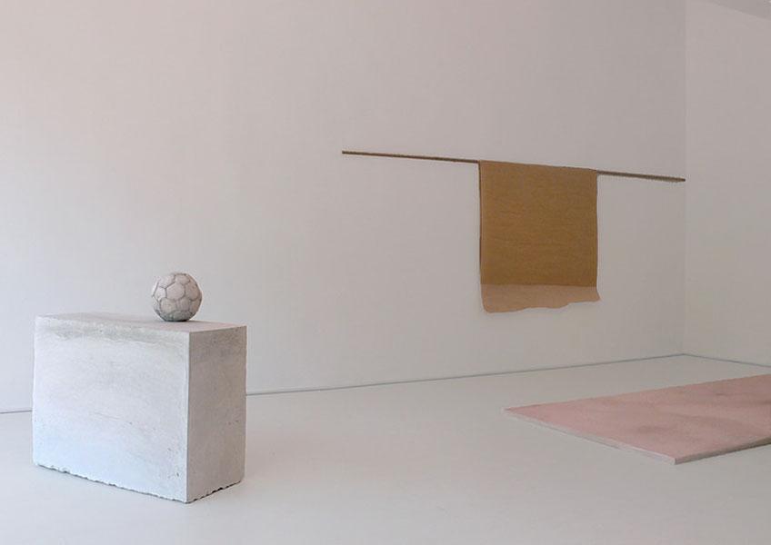 """Julia Calvo. """"Back to Black"""" en la Galería Art Nueve"""