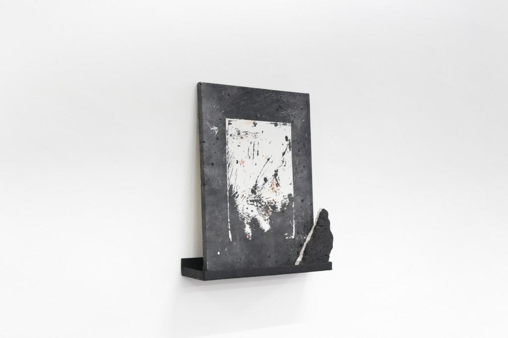 Keke Vilabelda. Black Slash (shelf), 2017