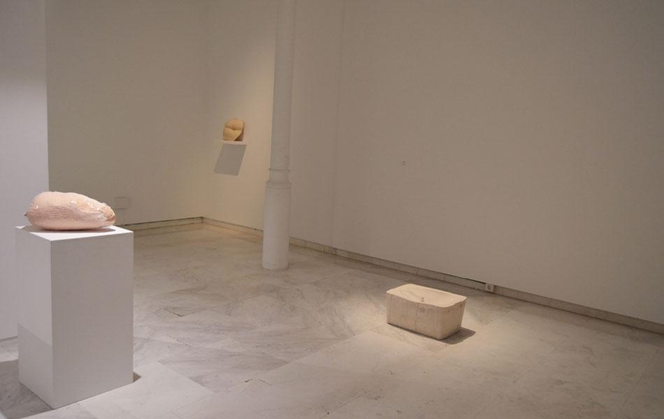 """Mar Ramón Soriano. Vista de la exposición """"Sobremesa"""" 2018, Centro Cultural Marcos Valcárcel"""