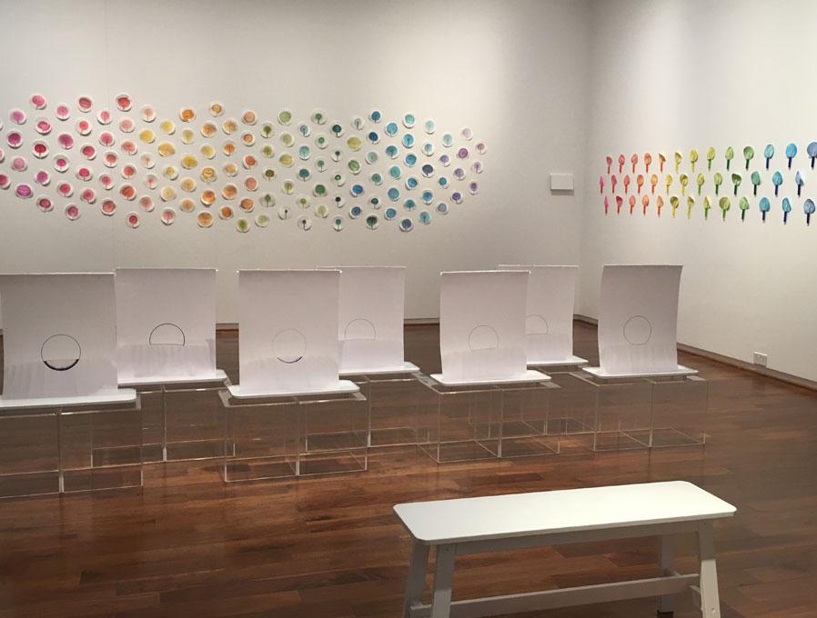 """Vanessa Donoso López. """"color LAB"""", 2020. Instalación el la galería VCU de Doha, Qatar"""