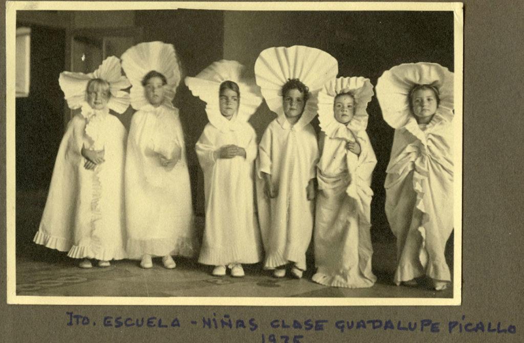 Alumnas de la profesora de párvulos Guadalupe Picallo en el Instituto-Escuela, 1935. Residencia de Estudiantes, Madrid