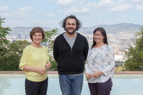 Kader Attia junto a Elisa Durán y Rosa María Malet