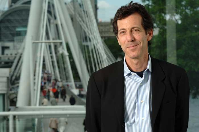 Ralph Rugoff, director de la Hayward Gallery de Londres