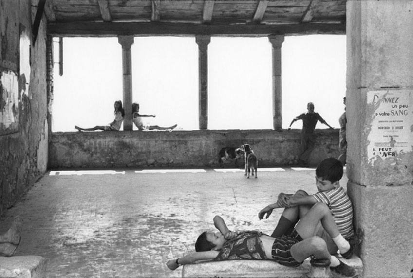 Henri Caetier-Bresson. Simiane-la-Rotonde, France, 1969. Fondation Henri Cartier-Bresson. Magnum Photos
