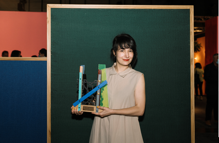 Julia Huete recibe el V Premio Cervezas Alhambra de Arte Emergente