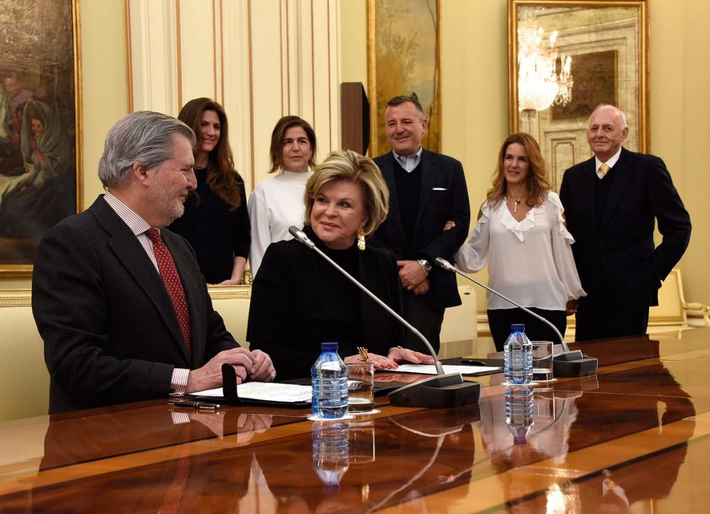 Méndez de Vigo y Ella Fontanals-Cisneros en la firma del Memorando