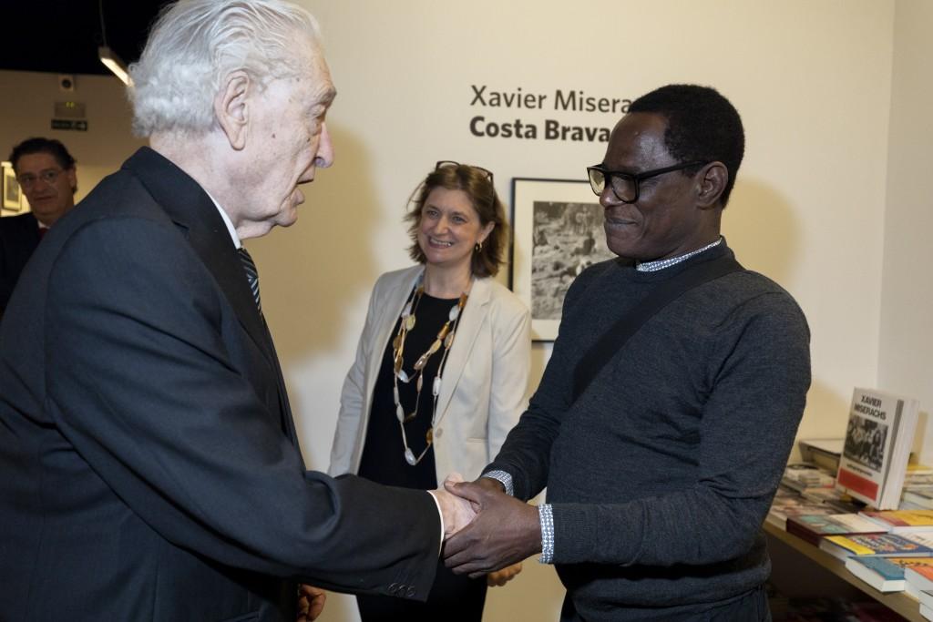 Samuel Fosso, Premio PHotoESPAÑA 2018, junto a Leopoldo Zugaza, Premio Bartolomé Ros, y Claude Bussac