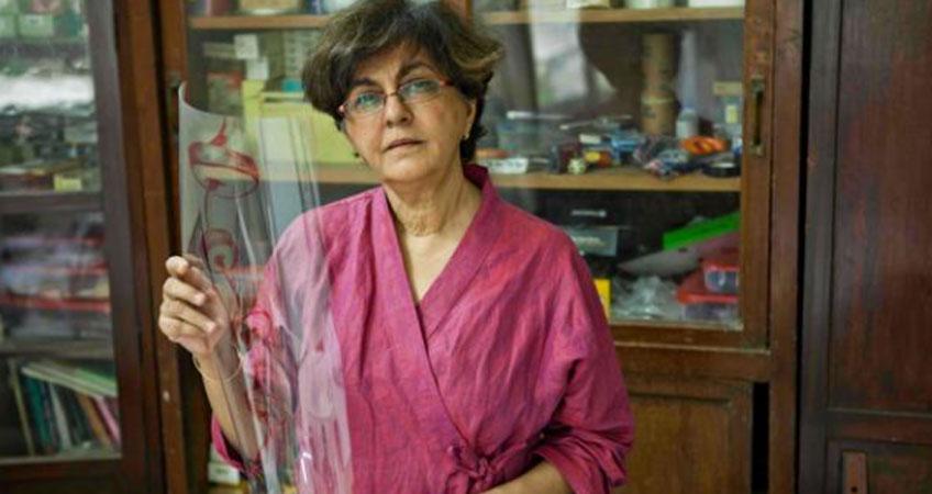 Nalini Malani en su estudio de Mumbai. Cortesía de la artista. Fotografía: Johan Pijnappel