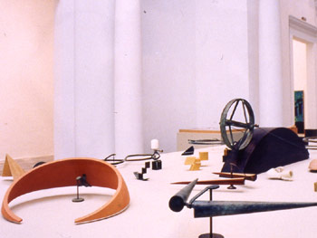 Mesa con Piezas de mano y Piezas de luz. Foto: J. García Rosell