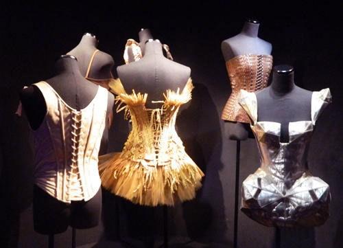 """Corsés de Jean Paul Gaultier en la muestra """"Jean Paul Gaultier: Universo de la moda. De la calle a las estrellas"""". Fundación MAPFRE, 2012"""