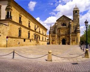 Plaza Vázquez de Molina, Úbeda. Al fondo, El Salvador; a la izquierda, Casa-Palacio del deán Ortega, actual Parador