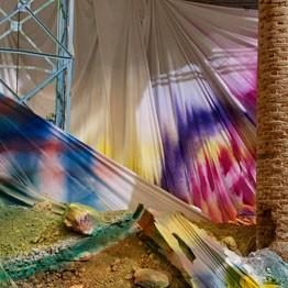 Katharina Grosse, Untitled Trumpet , 2015. En el Arsenale para la Bienal de Venecia 2015