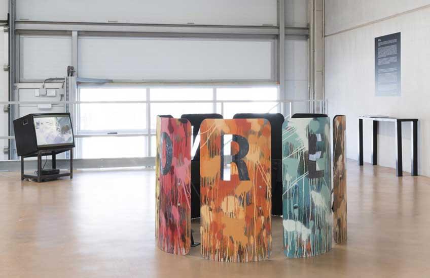 """Avelino Sala. Censored, 2019. Vista de la exposición """"Action Painting"""" en ADN Platform, 2019. Fotografía: Roberto Ruiz"""