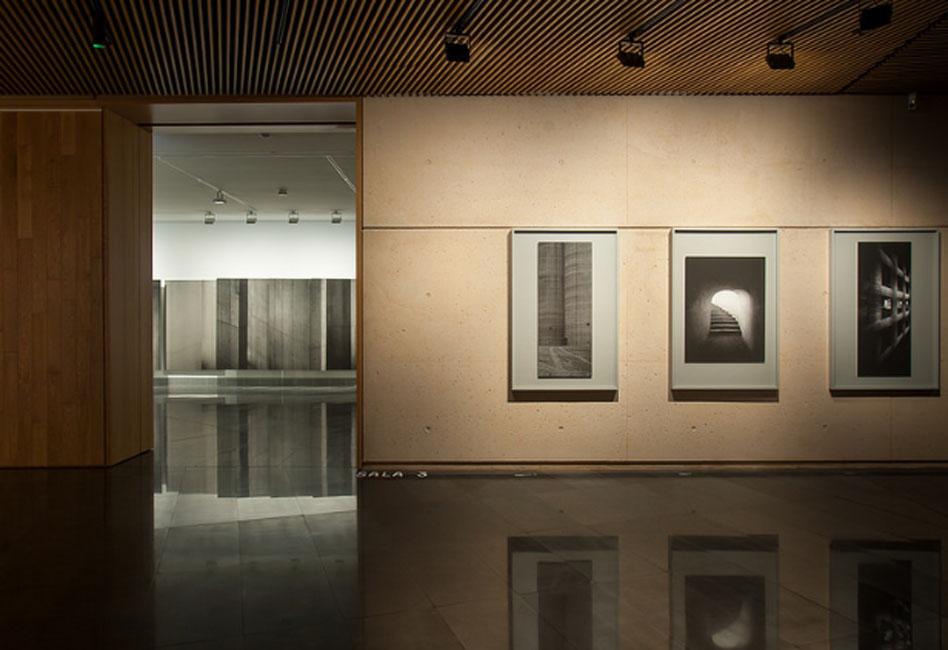"""Aitor Ortiz. """"La memoria trazadora"""" en el Museo Universidad de Navarra"""