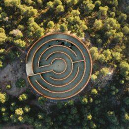 Las galerías no son salas: Solo Houses presenta en Matarraña su primera colectiva de verano