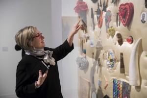 La artista valenciana Carmen Calvo durante la apertura de su exposición en la Sala Alcalá 31