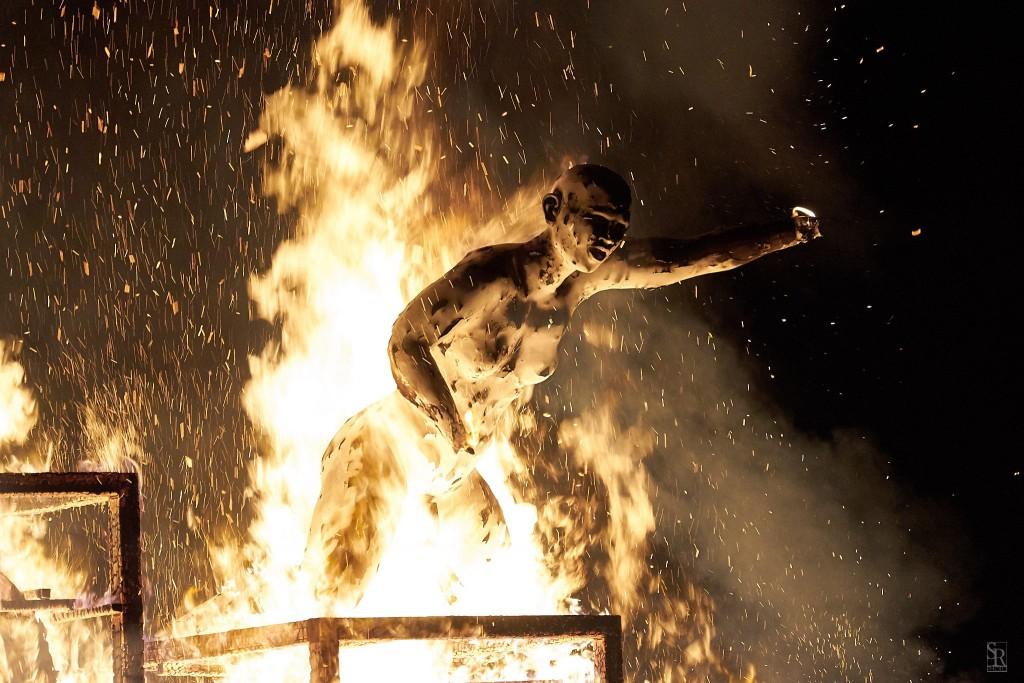 Daniel García Andújar. The trojan horse-burning the canon, 2017