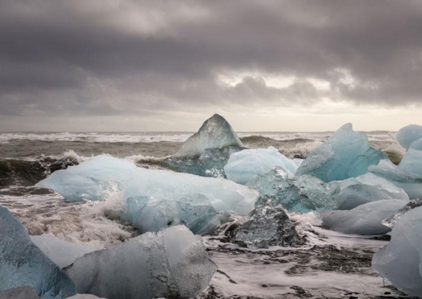 José María Mellado. Cubitos de hielo en la playa II, 2017. Serie Islandia. Aurora Vigil-Escalera Art Gallery