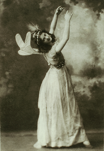 Isadora Duncan como primera hada en Midsummer night's dream, hacia 1896. The New York Public Library
