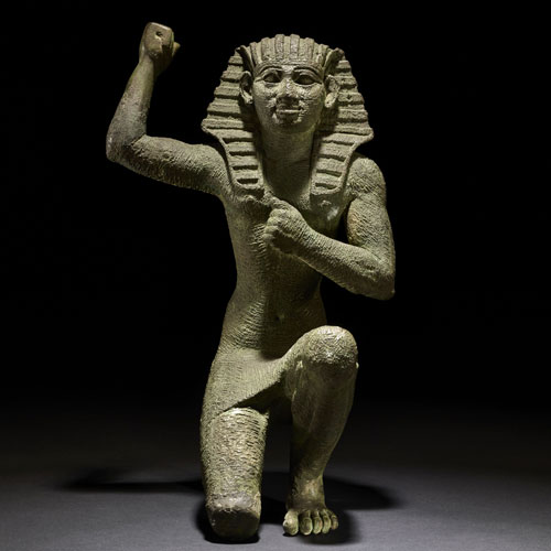 Estatuilla en actitud de júbilo. Bronce. c. 664-332 a. C.. Egipto. © Trustees of the British Museum