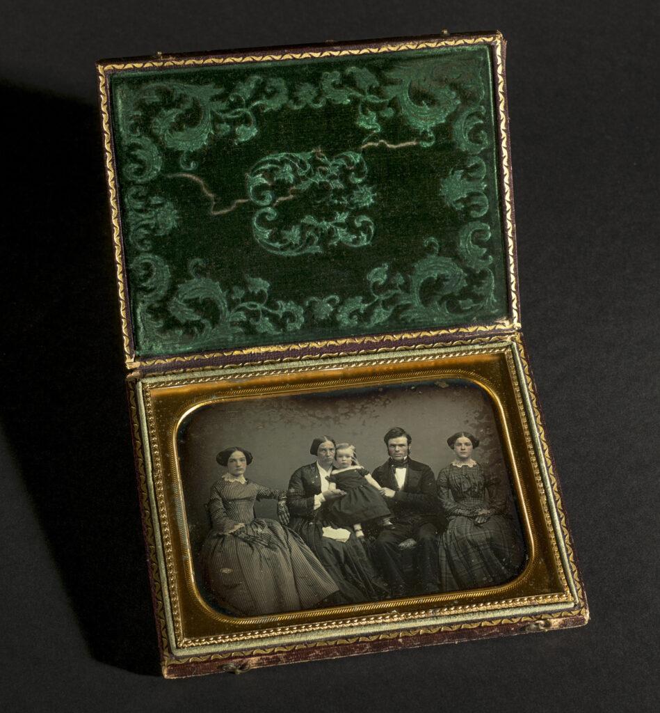 Retrato de familia, hacia 1840-1860 . Colección Ángel Fuentes de Cía © Josep Maria Oliveras