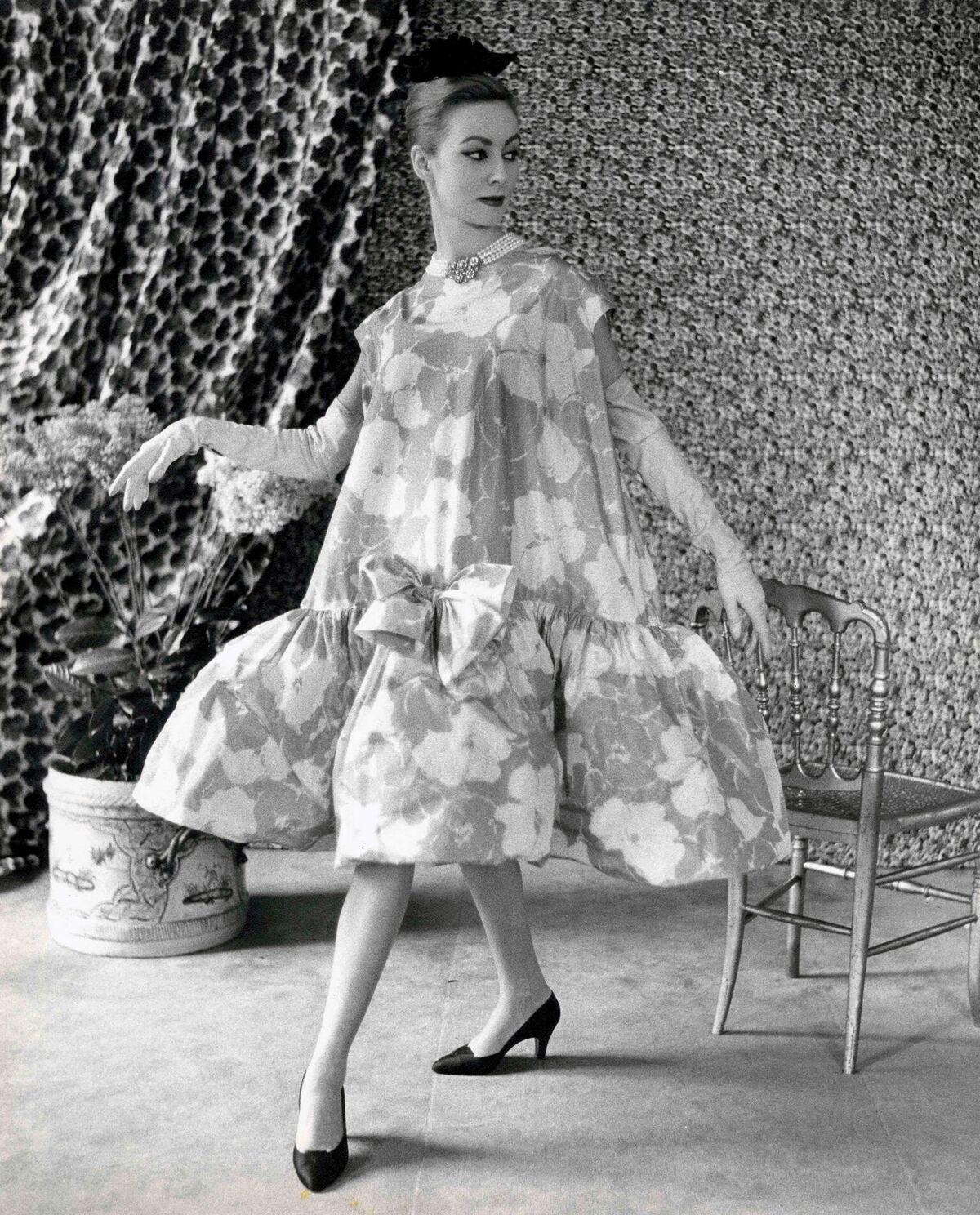 Cristóbal Balenciaga. Vestido baby doll, 1956