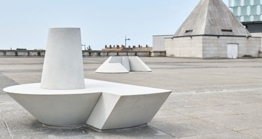 Ryan Gander, Jamie Clark, Phoebe Edwards, Tianna Mehta, Maisie Williams y Joshua Yates. From five minds of great vision (The Metropolitan Cathedral of Christ the King disassembled and reassembled to conjure resting places in the public realm), 2018. Fotografía: From five minds of great vision (The Metropolitan Cathedral of Christ the King disassembled and reassembled to conjure resting places in the public realm), 2018.