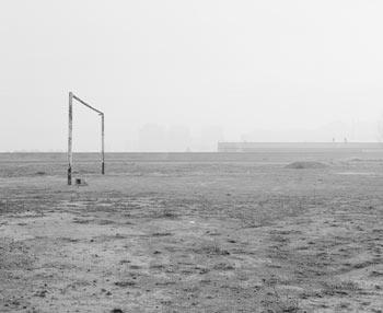 Bleda y Rosa. Paterna, 1995. De la serie Campos de fútbol. Injección de tinta sobre papel de algodón, montada sobre Dibond  85 x 98,5 cm © VEGAP, Valencia, 2017