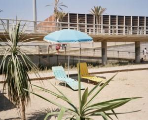 Xavier Ribas. Sin título (Dos tumbonas en la playa), 1994-1997