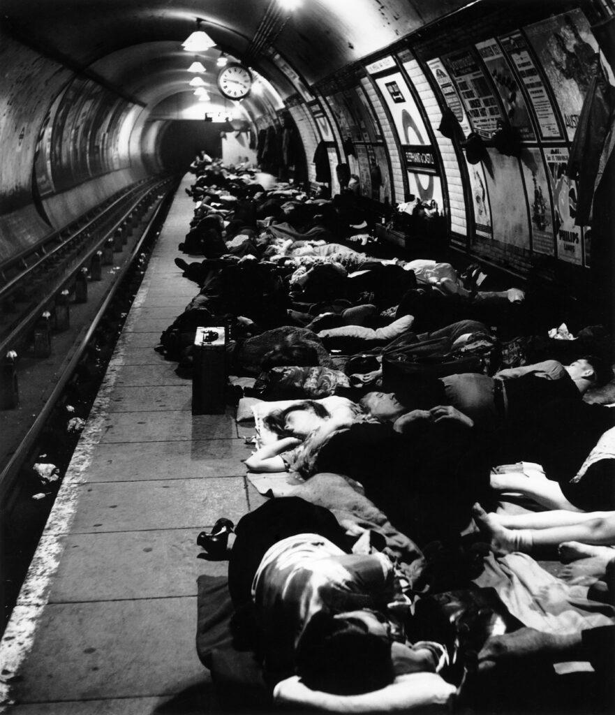 Bill Brandt. Estación de metro de Elephant and Castle, 1940. Colección privada. Cortesía de Bill Brandt Archive y Edwynn Houk Gallery. Bill Brandt Archive and Edwynn Houk Gallery