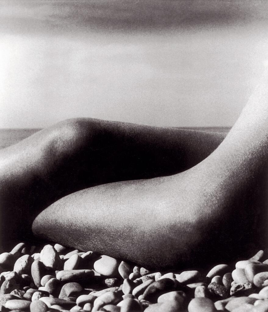 Bill Brandt. Desnudo, Baie de Anges, Francia, 1959. Cortesía de Bill Brandt Archive and Edwynn Houk Gallery © Bill Brandt / Bill Brandt Archive Ltd