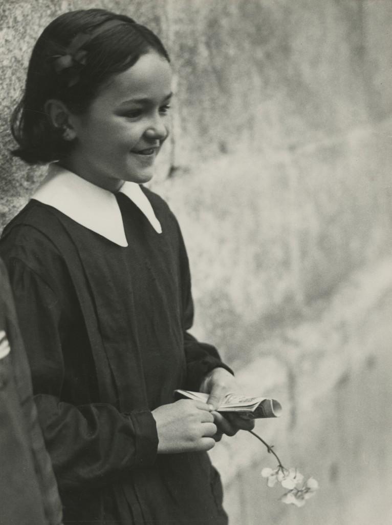 Marianne Breslauer. Colegiala, Girona 1933. © Marianne Breslauer / Fotostiftung Schweiz, Winterthur