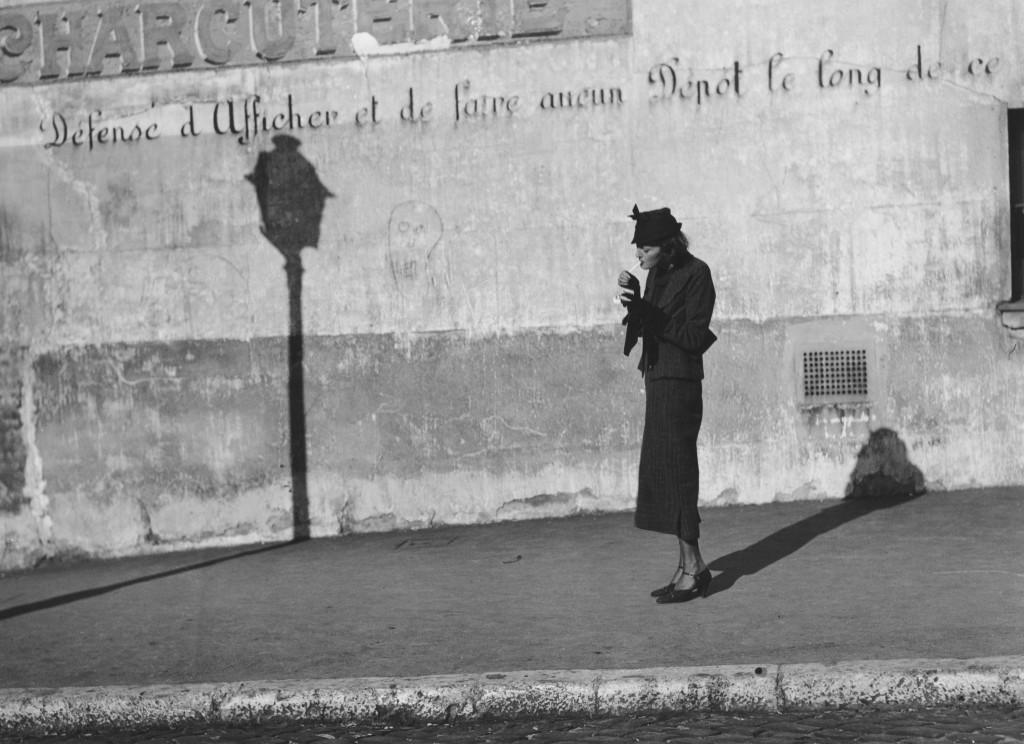 Marianne Breslauer, Défense d'afficher, París,1937 © Marianne Breslauer / Fotostiftung Schweiz, Winterthur