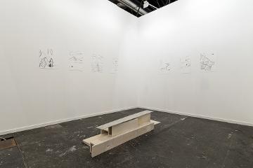 Julia Spínola en el stand de la Galería Heinrich Ehrhardt en ARCOmadrid 2017