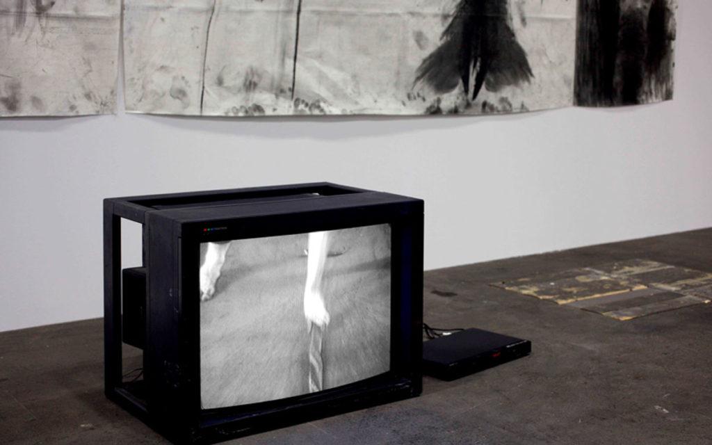 Miriam Cahn. El amar salvaje (habitación de mujeres). Estado de guerra, 1984. Galería Meyer Riegger y Galería Jocelyn Wolff