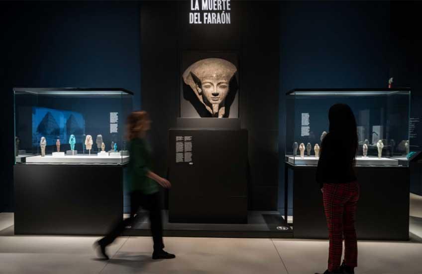 """Vista de la exposición """"Faraón. Rey de Egipto"""" en CaixaForum Madrid"""