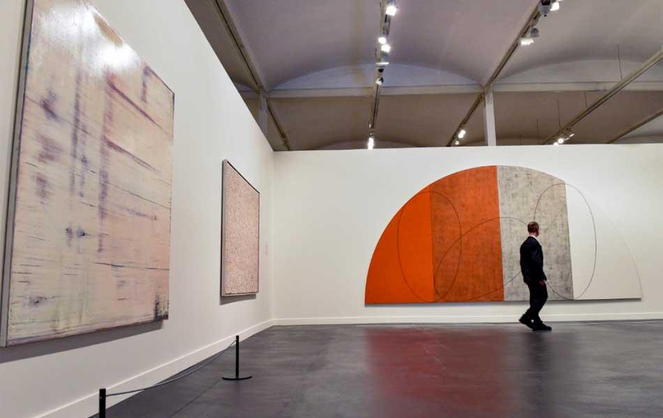 """Vista de la exposición """"La pintura, un reto permanente"""" en CaixaForum Barcelona"""