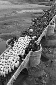 Manuel Martín. Bajada de la virgen del Camino, 1961. Cortesía del artista