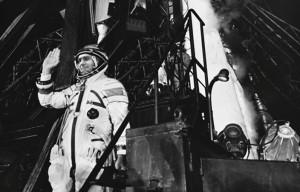 Joan Fontcuberta. Ivan Istochnikov se despide antes de subir a la nave