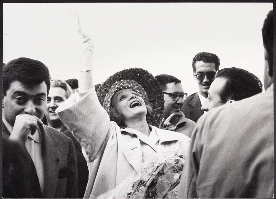 Francisco Ontañón. Marlene Dietrich a su llegada a Madrid, 1960. Biblioteca y Centro de Documentación Museo Nacional Centro de Arte Reina Sofía. Depósito de la heredera de Francisco Ontañón