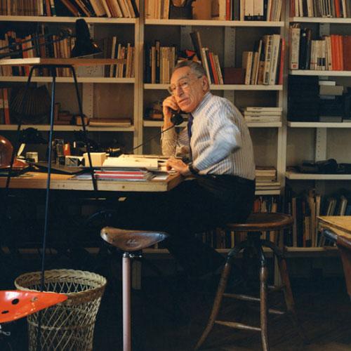 Achille Castiglione en su estudio, 1995. Fotografía: G. Widmer.