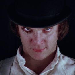 Alex DeLarge (Malcolm McDowell) en La naranja mecánica. © Warner Bros. Entertainment Inc
