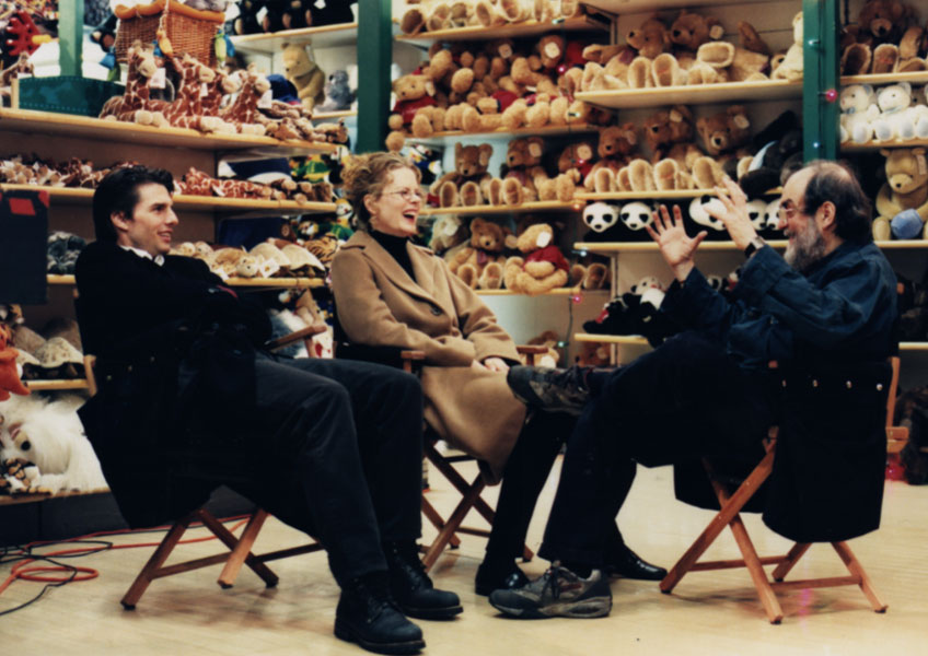 Tom Cruise, Nicole Kidman y Stanley Kubrick durante un descanso en el rodaje de Eyes Wide Shut. © Warner Bros. Entertainment Inc