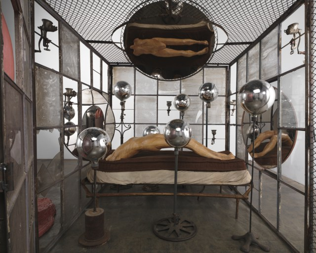 Louise Bourgeois. Dentro y fuera (In and Out), 1995