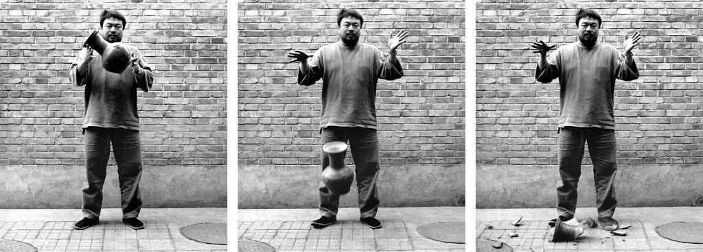 Ai Weiwei. Dejando caer una vasija de la dinastía Han, 1995. Cortesía de Ai Weiwei Studio