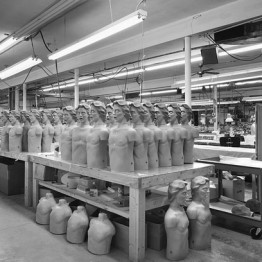 Lynne Cohen. Factory, 1994