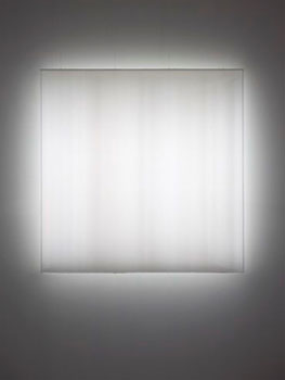 """Mary Corse: A Survey in Light"" en el Whitney Museum"